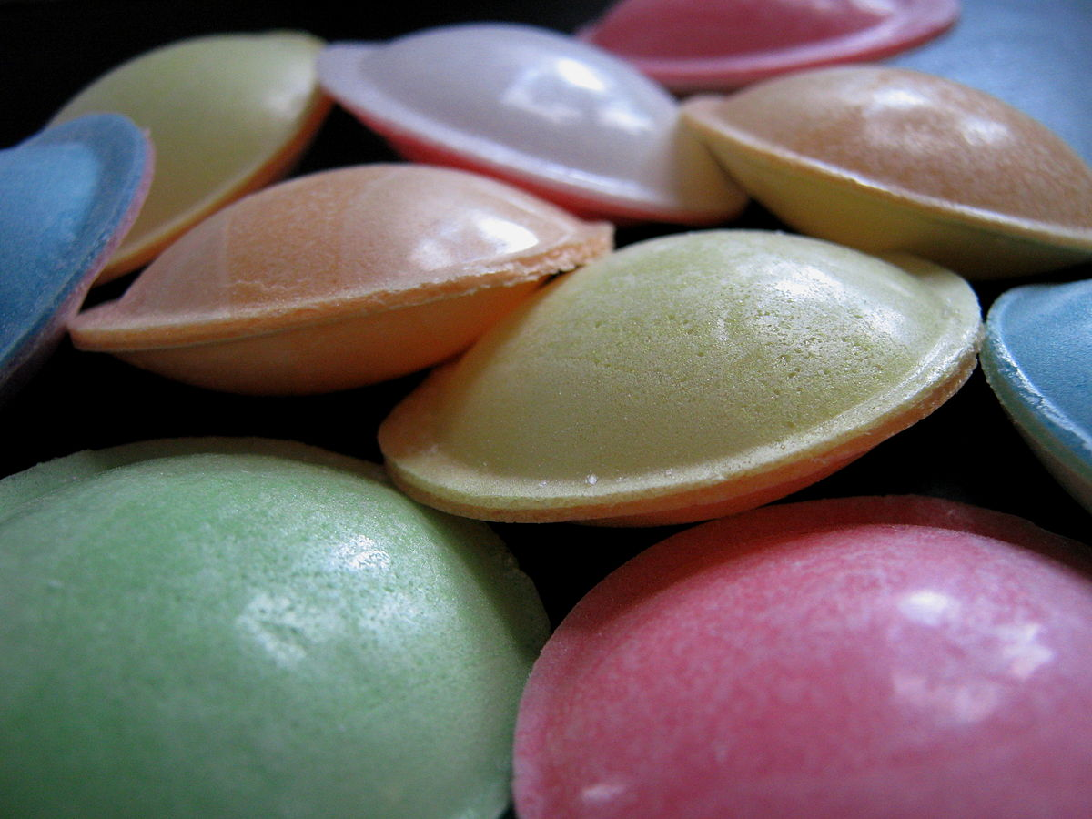 Flying_saucer_(confectionery)